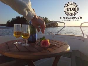 Actualités voyages tourisme Les longues soirées suédoises offrent l'occasion de se détendre très agréablement sur le lac Mälar, en admirant le coucher du soleil tout en dégustant un bon vin français.