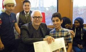 France Suède actualités Le prix Nobel de littérature a rencontré des élèves de Rinkeby un quartier sensible de Stockholm avec 90% d'immigrés